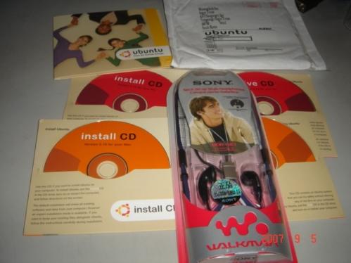 소니 목걸이형 이어폰과 우분투 OS별 CD