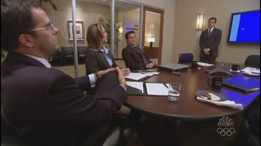 본사에서 프리젠테이션 하는 마이클